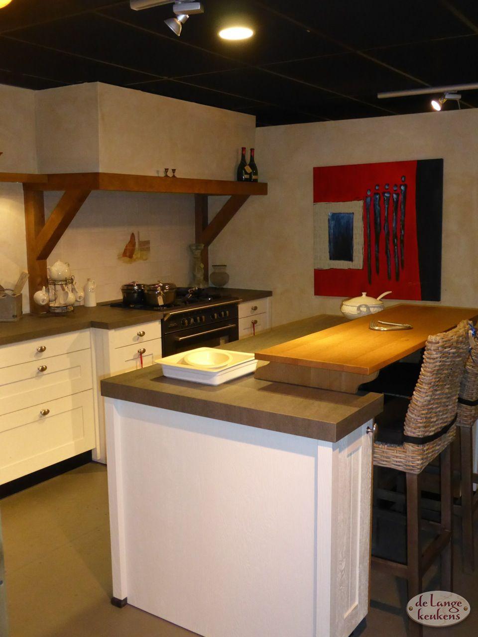 Bedwelming Keuken inspiratie: landelijk met kookeiland - De Lange Keukens @UC34
