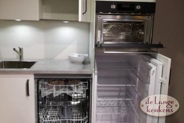Moderne keuken V line gelakt