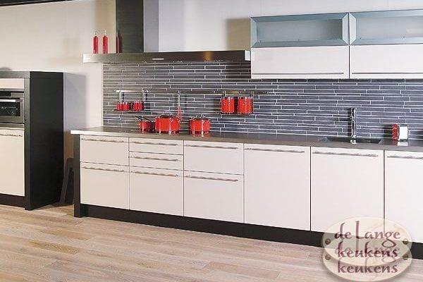 Keuken inspiratie: strakke grijze keuken   de lange keukens