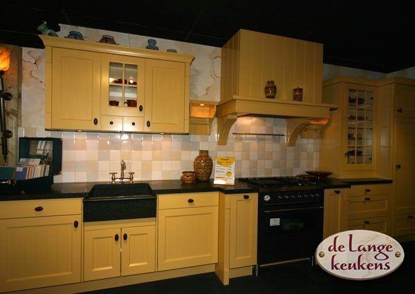 Landelijk Geel Keuken : Keuken inspiratie: gele romantische keuken de lange keukens