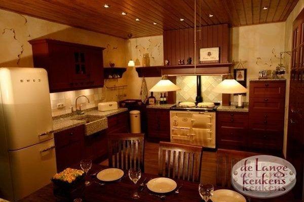 Keuken inspiratie: rode houtkleur