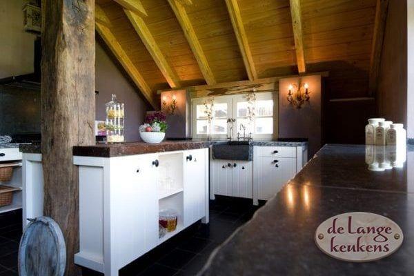 Landelijke houten keuken woodline antica   de lange keukens