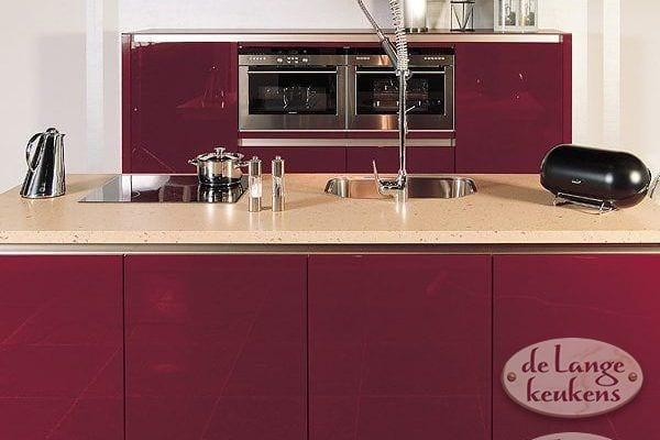 Keuken inspiratie: donkerrode keuken