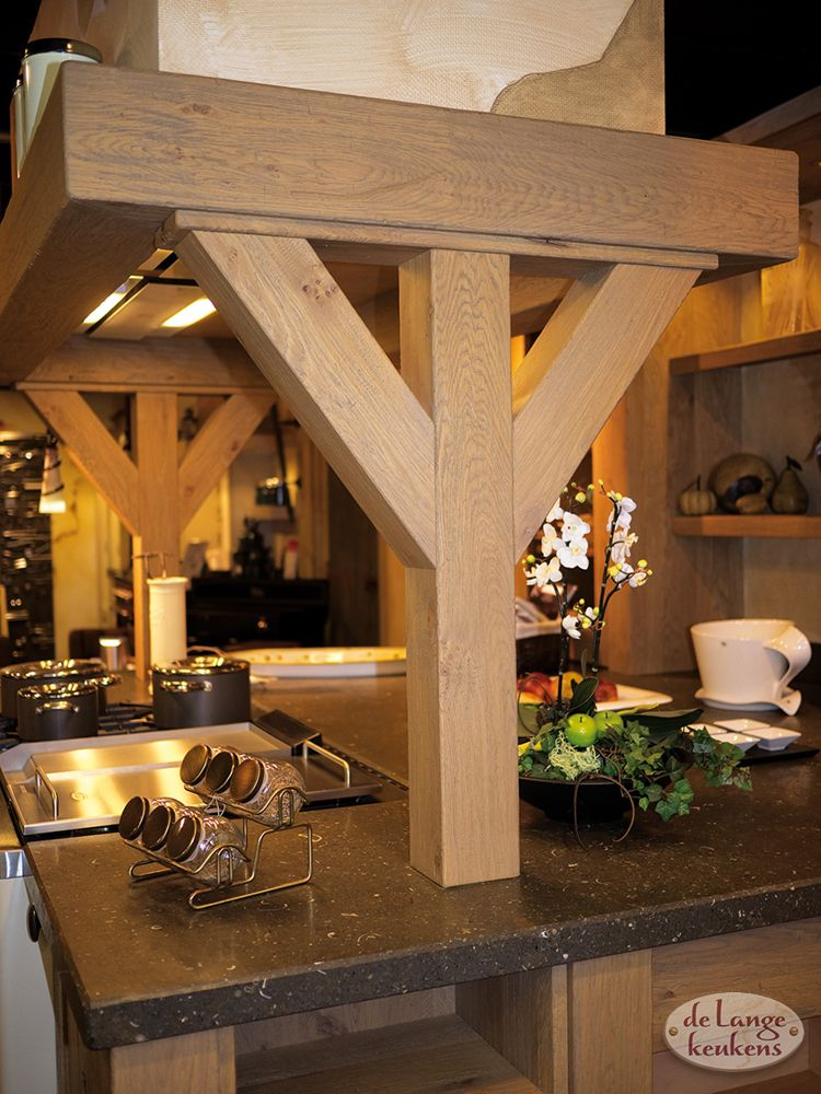Landelijke houten keuken woodline antica de lange keukens - Meubels keuken beneden cm ...