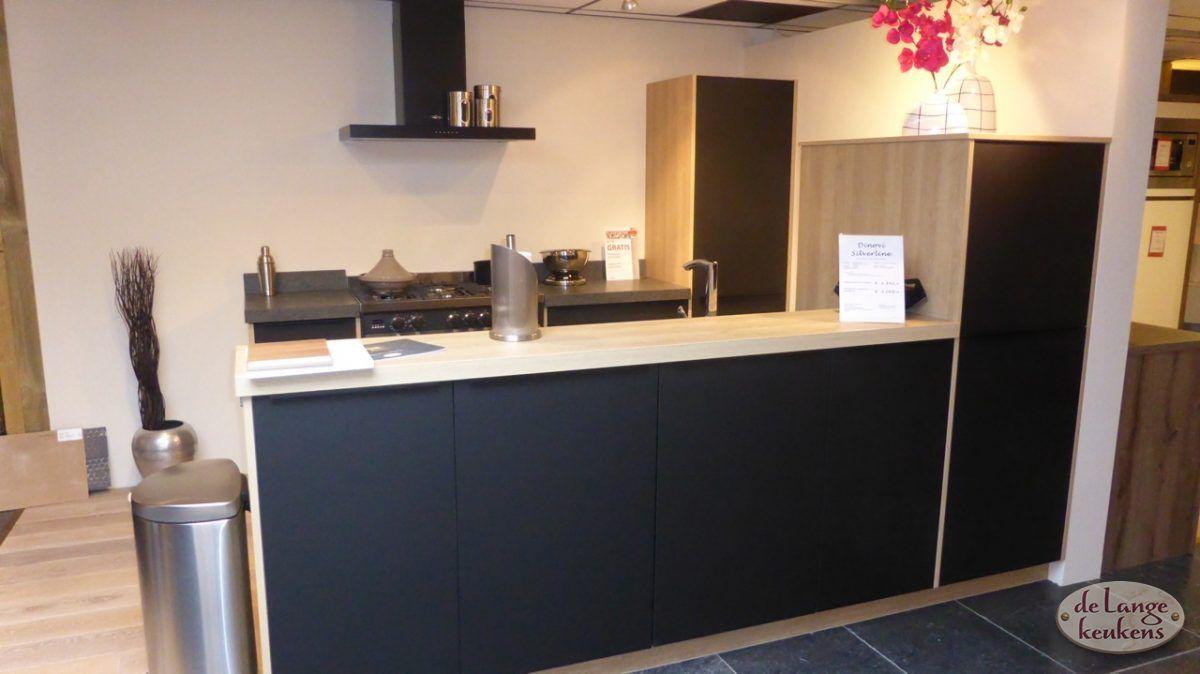 Moderne Keuken Keukenconcurrent : Keuken inspiratie zwarte moderne keuken de lange keukens