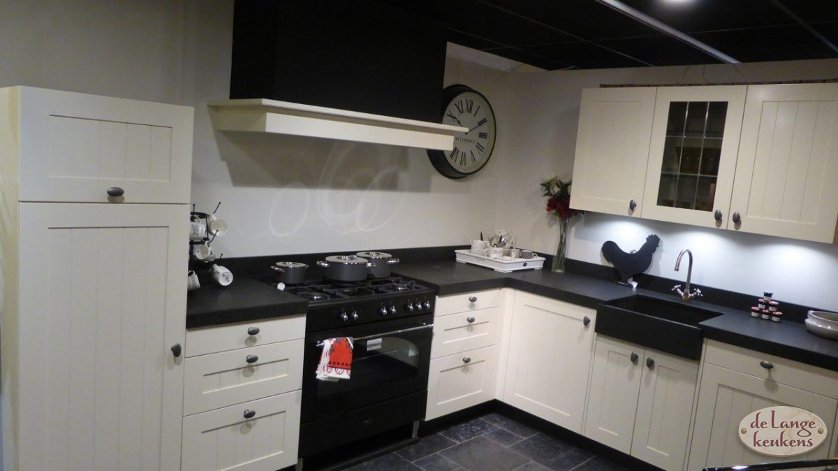 Landelijke keuken weverij de lange keukens - Meubels keuken beneden cm ...