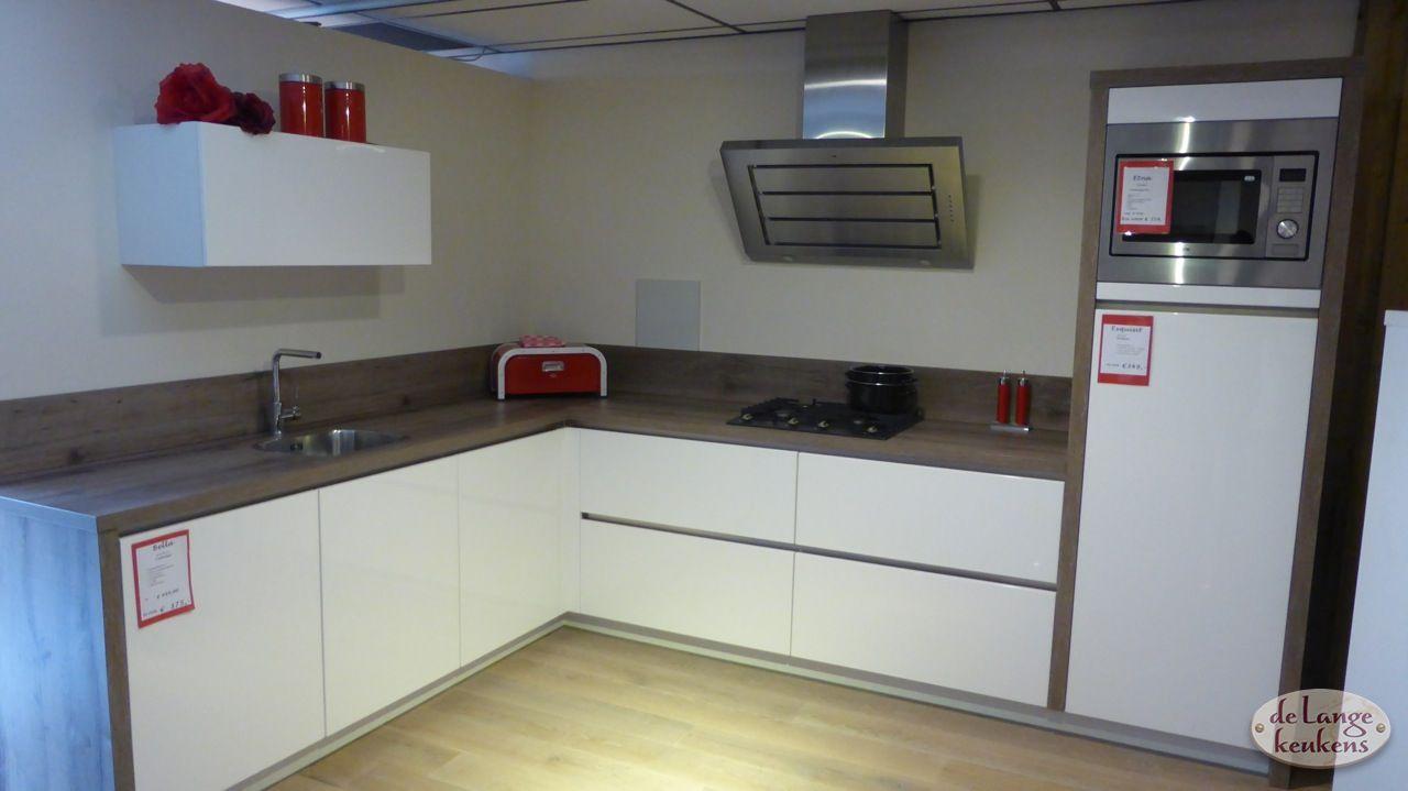 Hoek Keukens Showroom : Keuken inspiratie strakke hoek keuken de lange keukens