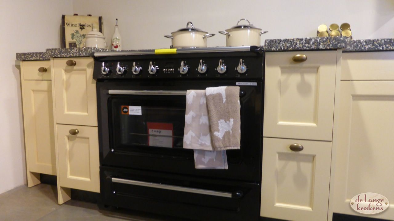 Gele Keuken 6 : Antiek gele keuken brink de lange keukens
