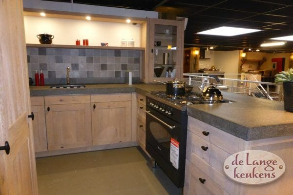 Keuken inspiratie: landelijke hoek keuken met kookeiland