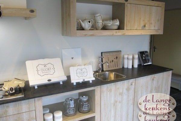 Keuken inspiratie: sfeervolle houten keuken