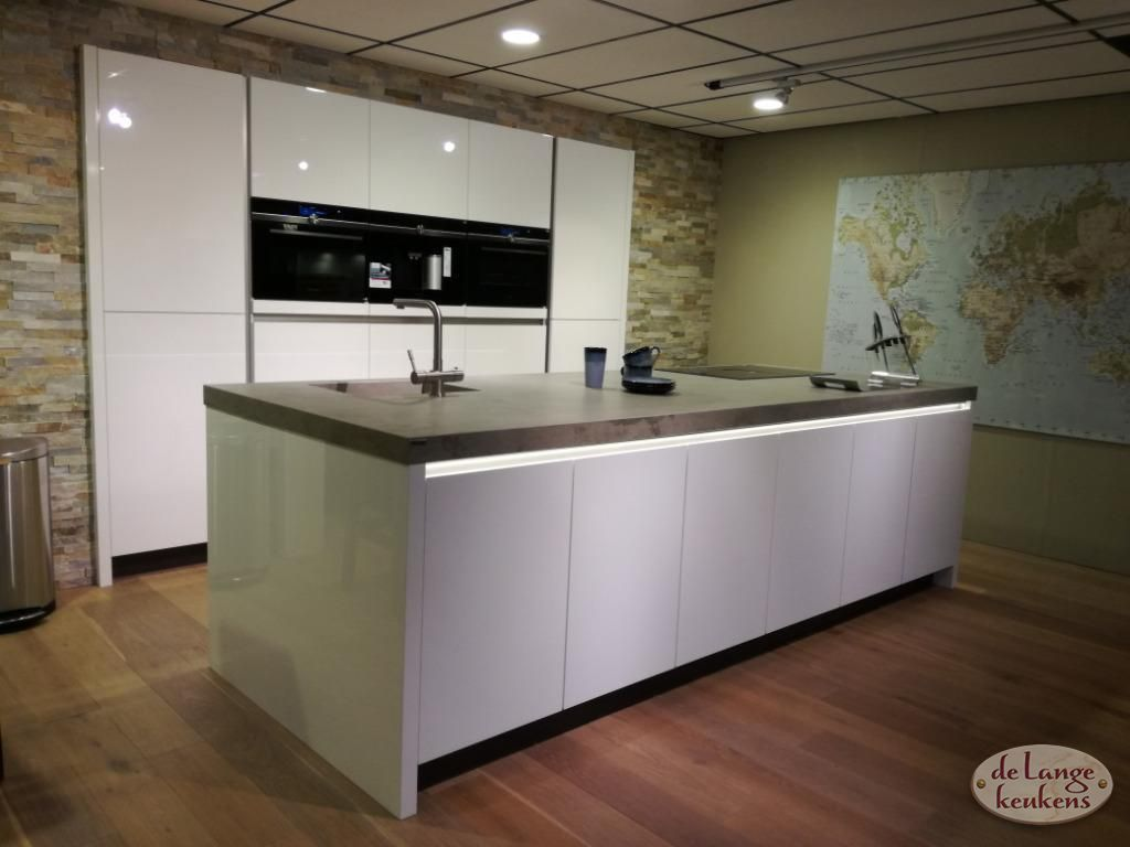 Design Hoogglans Keuken : Hoogglans keuken diamond line de lange keukens