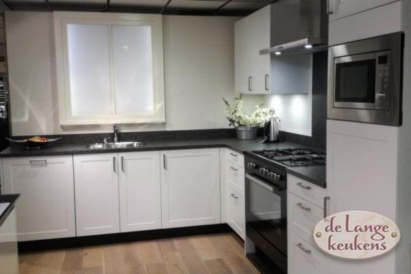 Showroom aanbieding Moderne keuken korenaar