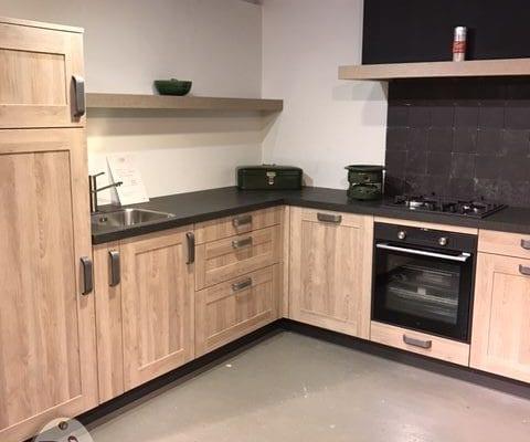 VERKOCHT Landelijke houtdecor keuken Spinnerij