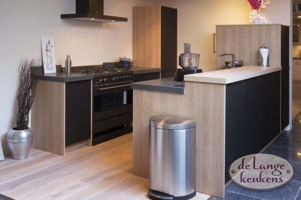 Keuken inspiratie: zwarte moderne keuken