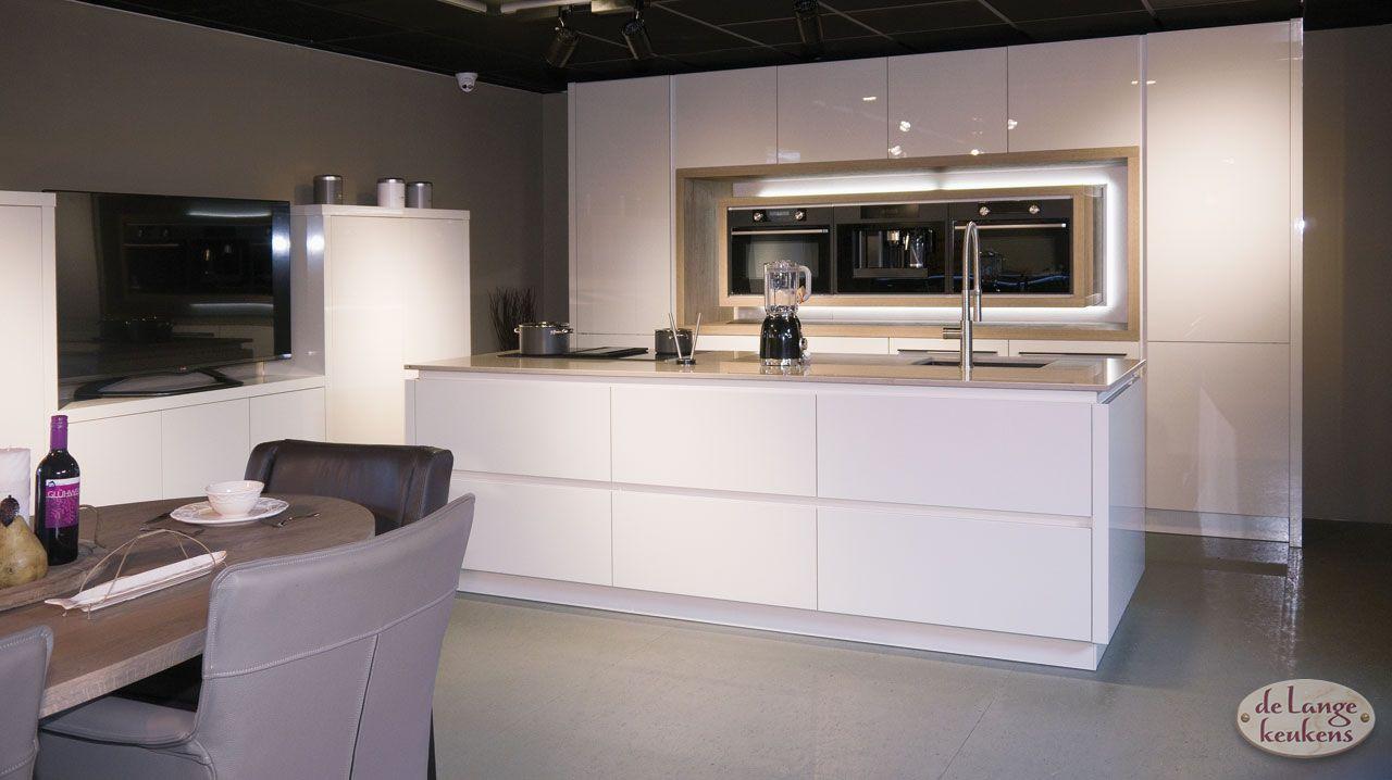 Witte Keuken Design : Moderne witte keuken diamond line de lange keukens
