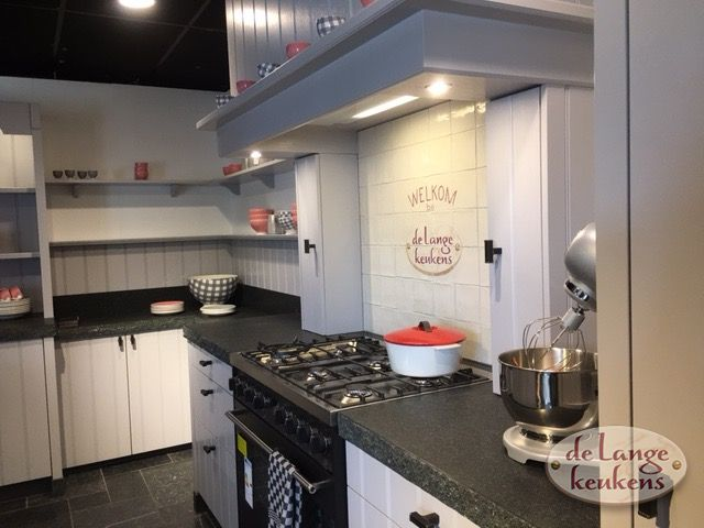 Keuken Landelijk Grijze : Grijze landelijke keuken elzas de lange keukens