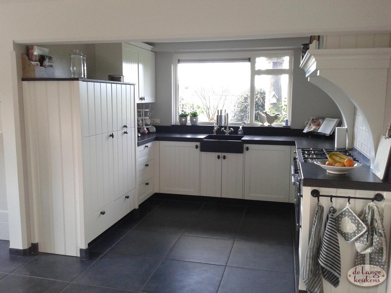 Landelijke keuken zwart wit de lange keukens