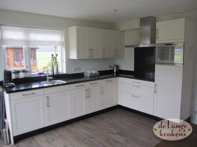 Strakke Witte Keuken : Strakke witte moderne keuken met een eiland goedkoop eiland