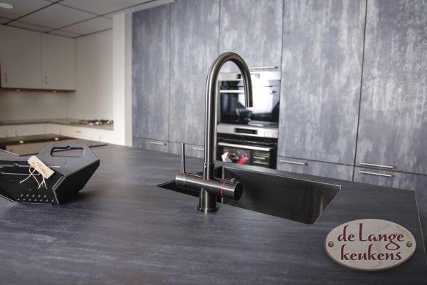 Moderne keuken extra hoge deuren