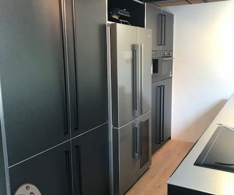 Moderne keuken titane black met eiland