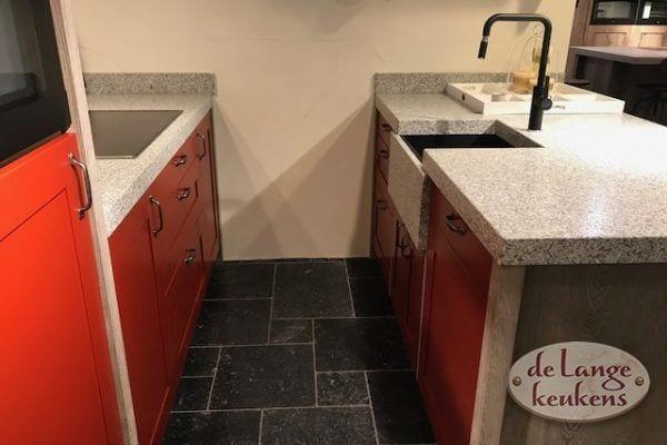 Showroom keuken Spinnerij retro rood met schiereiland