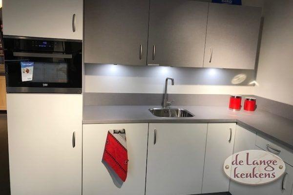 Witte keuken met grijs blad Tesillo