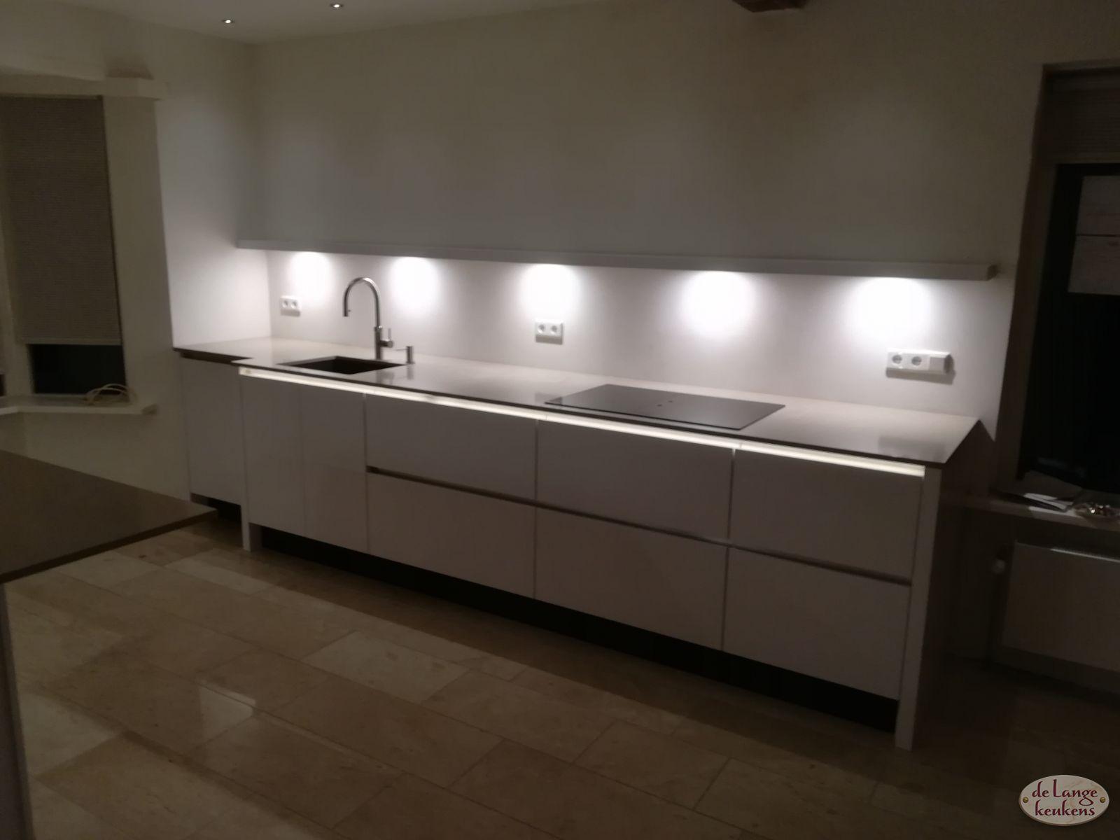 Moderne Witte Greeploze Hoogglans Keuken De Lange Keukens