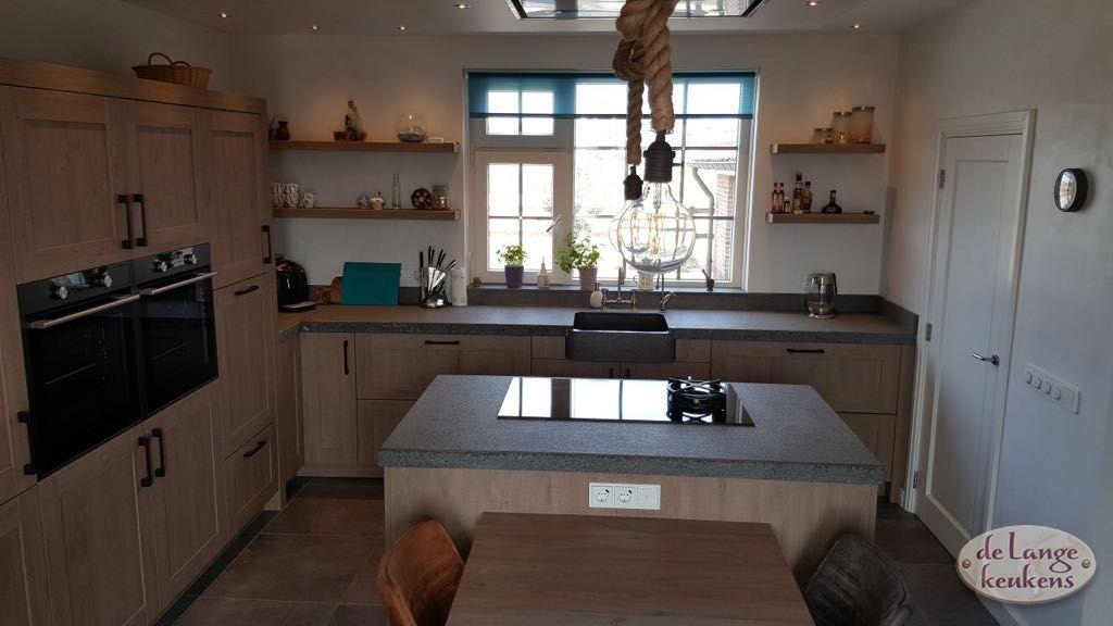 Verwonderlijk Landelijke eiken keuken houtdecor met hoge kastenwand - De Lange PK-58