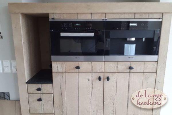 Landelijke rustiek eiken houten keuken met Amerikaanse koelkast