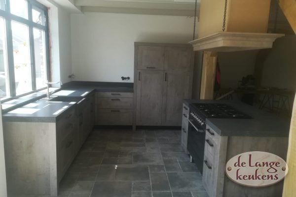 Landelijke eiken keuken houtdecor met kookeiland