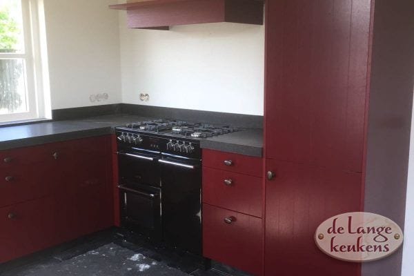 klant foto landelijke eiken keuken rood gelakt