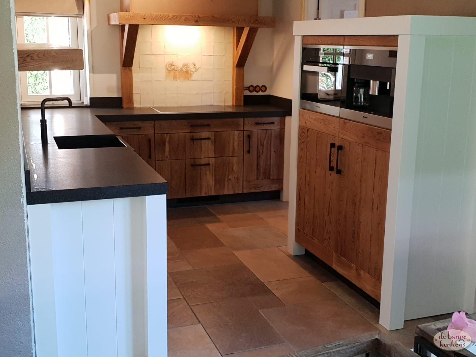 Klant Foto Landelijke Keuken Eiken Gebrand Met Wit 1 De Lange Keukens