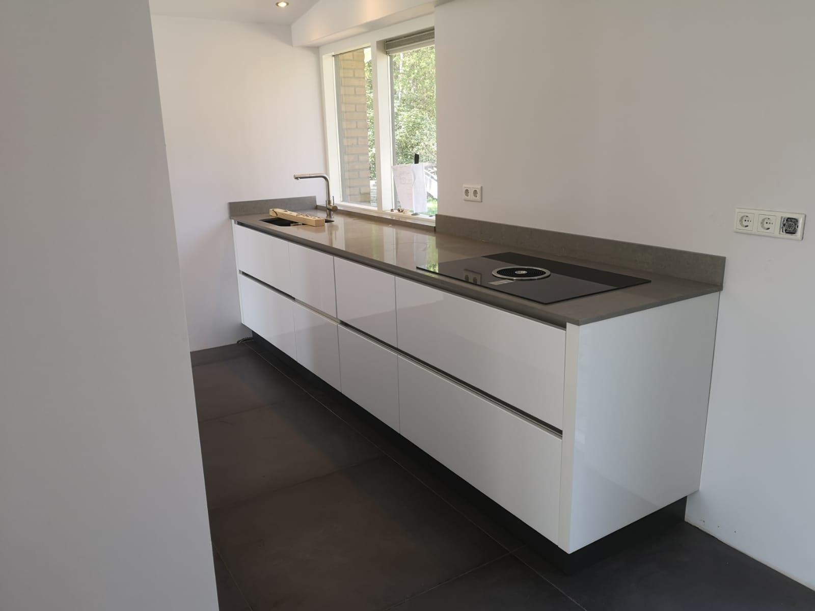 Moderne Witte Hoogglans Keuken Lemele De Lange Keukens
