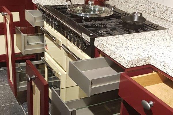 Inspiratie keuken Landelijke eiken gelakte keuken Korenmolen rood geel