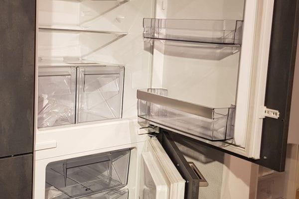 Strakke moderne keuken met eiland