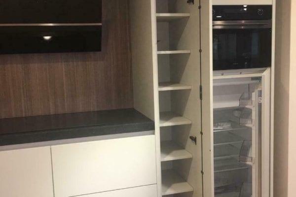 Showroom keuken greeploos mat, stenen blad incl. apparatuur