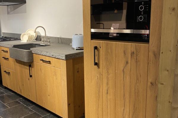 Showroomaanbieding: Beneden 7 Landelijke houten keuken incl. apparatuur