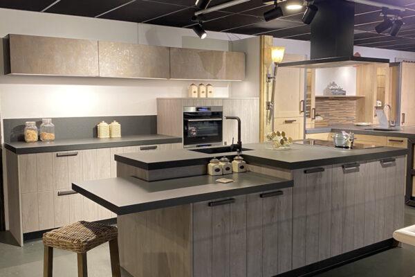Showroomaanbieding: Moderne keuken met eiland incl. apparatuur